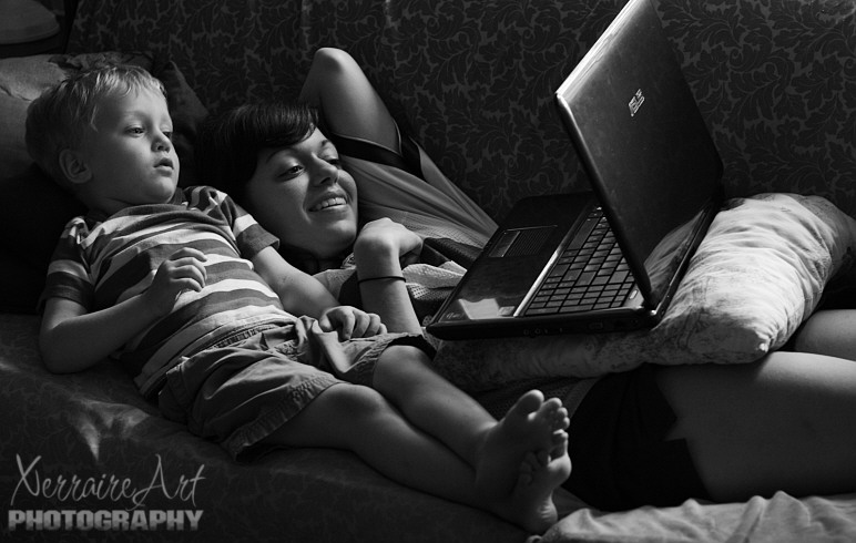 Silas and Laura watching You Tube on the laptop